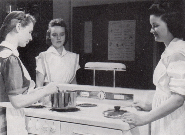 Shimer_College_Home_Economics_cooking_1942