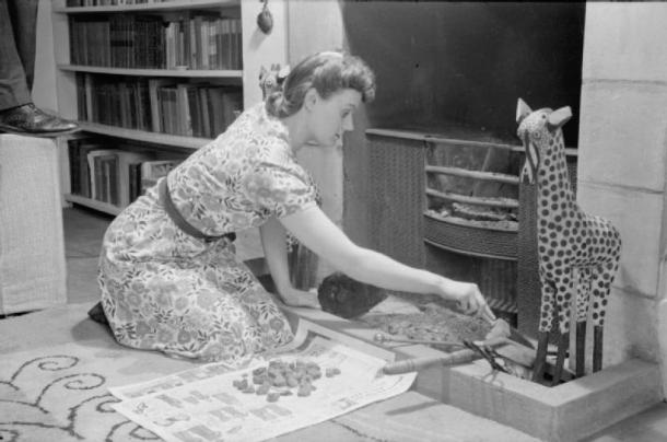 A_Day_in_the_Life_of_a_Wartime_Housewife-_Everyday_Life_in_London,_England,_1941_D2366