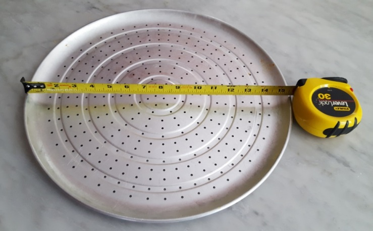 pic of pizza tin used for cheese-egg crust pizza (use w parchment paper)